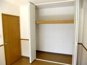 バルコニー側洋室のクローゼット