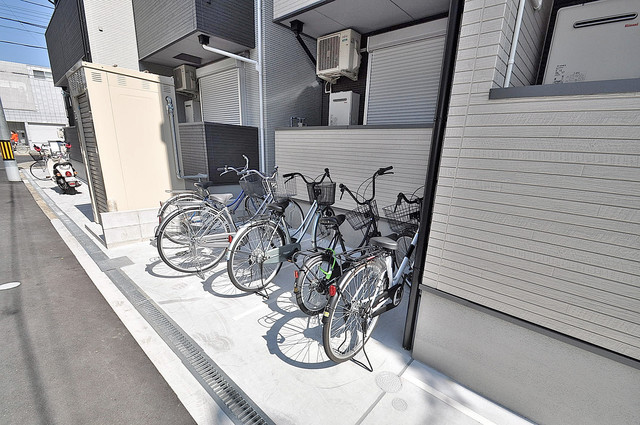 シャトーレ南巽 こちらに自転車を置いて下さい