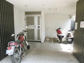 バイク置き場あります