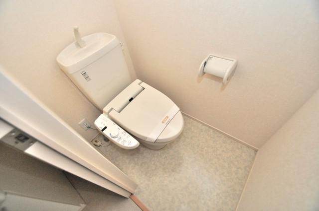 セジュールオッツ八戸ノ里 清潔感のある綺麗なトイレにはウォシュレット標準装備です。