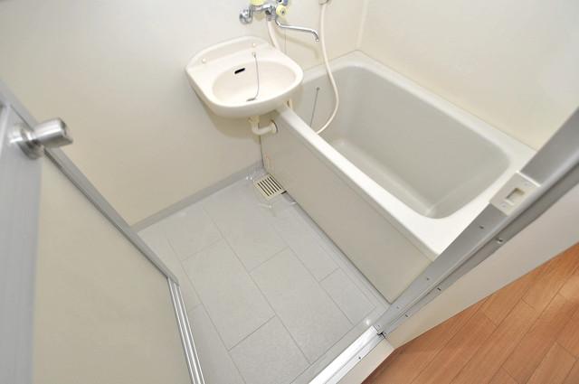 オークハイツ ちょうどいいサイズのお風呂です。お掃除も楽にできますよ。