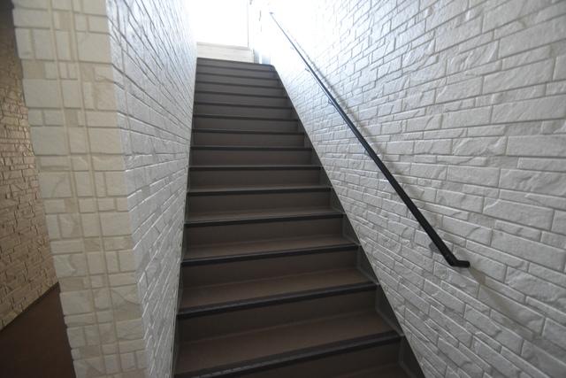 DOAHN長瀬 2階に伸びていく階段。この建物にはなくてはならないものです。