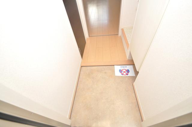 エクレール上小阪 素敵な玄関は毎朝あなたを元気に送りだしてくれますよ。