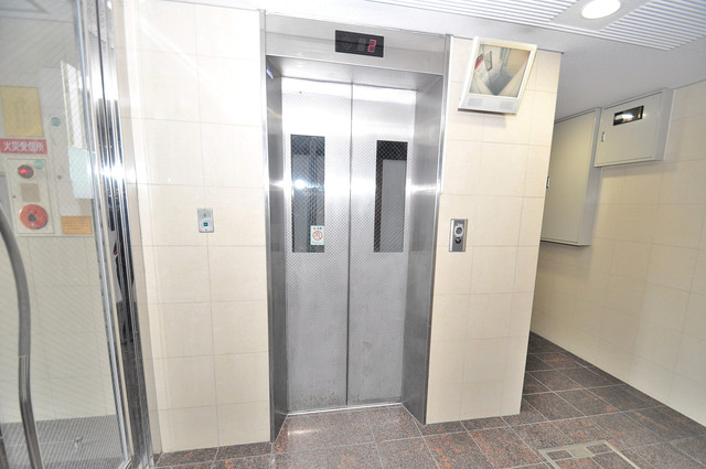 エムロード中川 嬉しい事にエレベーターがあります。重い荷物を持っていても安心