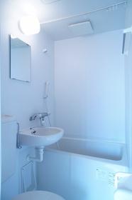 トイレ、洗面台と同室のタイプです。