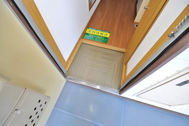 エステートピアナカタB棟 ズドーンと伸びる廊下ですっきりしています。