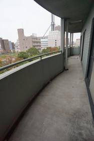 https://image.rentersnet.jp/d59949ea-ed47-4889-8a14-36b64b54da41_property_picture_1800_large.jpg_cap_バルコニー