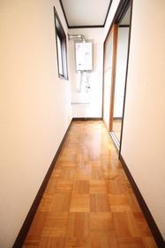 https://image.rentersnet.jp/d5d708a1-db30-4a8d-a173-0eb692aaedd1_property_picture_1992_large.jpg_cap_2階の階段上がった廊下スペース!