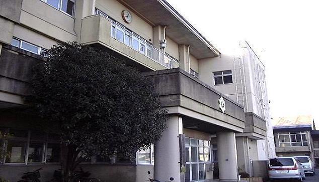 アバンサール[周辺施設]中学校