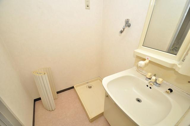 プラムガーデンハイツ 嬉しい室内洗濯機置場。これで洗濯機も長持ちしますね。