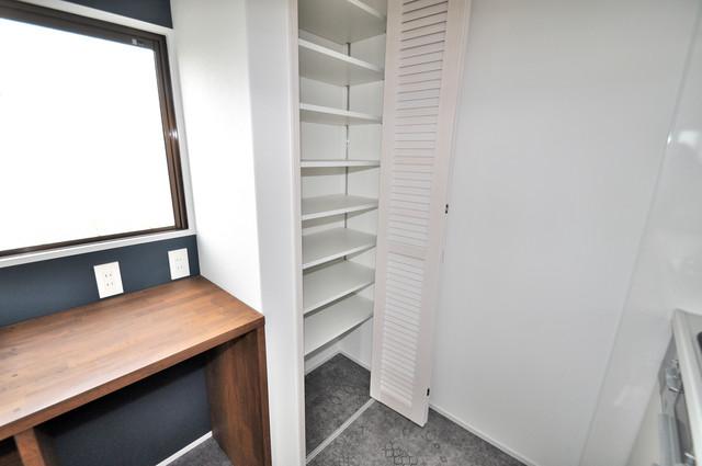 第2シャトー新町 キッチン棚も付いていて食器収納も困りませんね。
