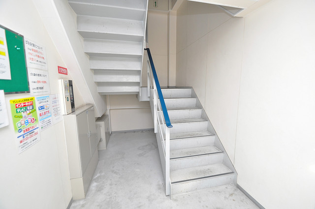 ラポール友愛Ⅱ この階段を登った先にあなたの新生活が待っていますよ。
