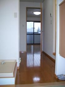 https://image.rentersnet.jp/d655d1aa6b64df1c46a17e6a38185456_property_picture_2419_large.jpg_cap_玄関