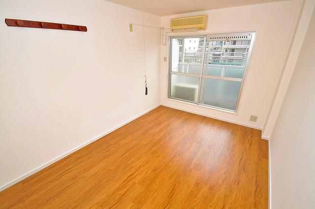 大宝菱屋西ロイヤルハイツ 落ち着いた雰囲気のこのお部屋でゆっくりお休みください。