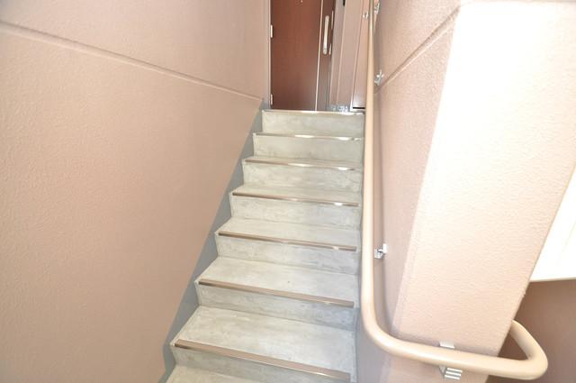 ヴェルドミール小阪 2階に伸びていく階段。この建物にはなくてはならないものです。