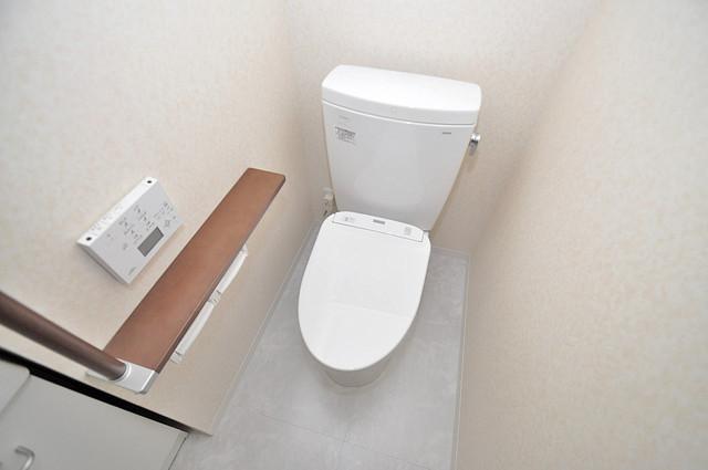 プレシオ小阪 清潔感のある爽やかなトイレ。誰もがリラックスできる空間です。