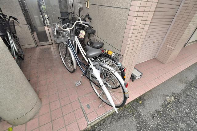 コシベ八戸ノ里 あなたの大事な自転車も安心してとめることができますね。