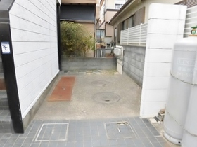 鶴間駅 バス3分「十一条」徒歩11分エントランス