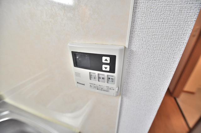 コンフォート・R 給湯リモコン付。温度調整は指1本、いつでもお好みの温度です.