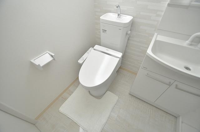 セゾンクレアスタイル新今里 清潔感たっぷりのトイレです。入るとホッとする、そんな空間。