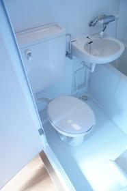 お風呂、洗面台と同室のタイプです。