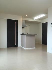 https://image.rentersnet.jp/d81a3ad4bae8f988394c00f51e71b6ae_property_picture_1993_large.jpg_cap_居室