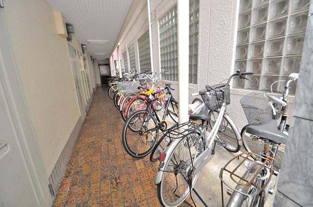ハイツ富士パートⅡ 駐輪場が敷地内にあります。愛車を安心して置いておけますね。