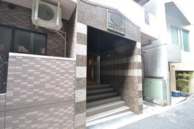 乃木坂駅 徒歩9分エントランス