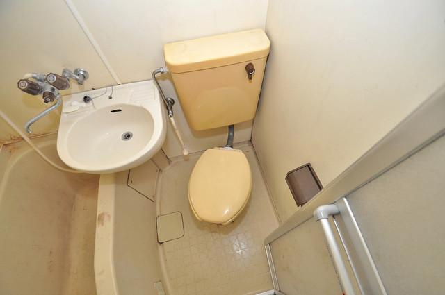 メルヘン新今里 シャワー1本で水回りが簡単に掃除できますね。