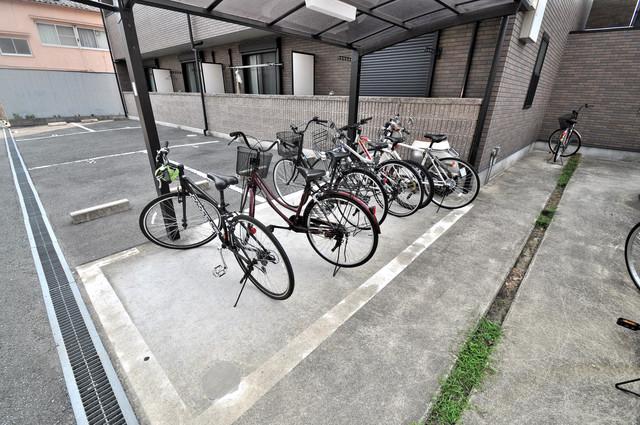 アンプルールフェールヴァンクール 敷地内には専用の駐輪スペースもあります。