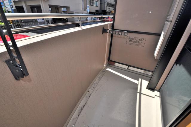 プリムローズHY1 心地よい風が吹くバルコニー。洗濯物もよく乾きそうです。