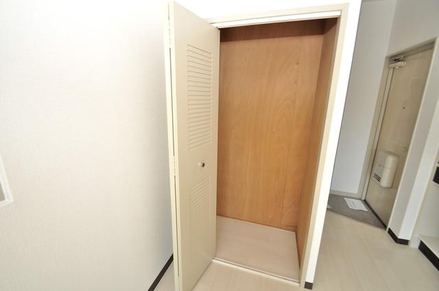 アパートメント生野Ⅲ 収納がたくさんあると、お部屋がすっきり片付きますね。
