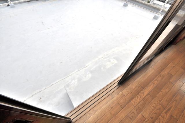 アドバンス渋川 ペントハウス バルコニーは陽当たりが良く、洗濯物も気持ち良く乾きます。