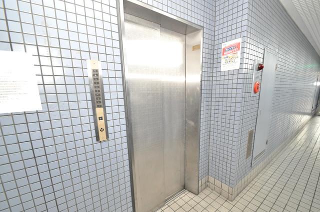 ゴッドフィールドⅢ 嬉しい事にエレベーターがあります。重い荷物を持っていても安心