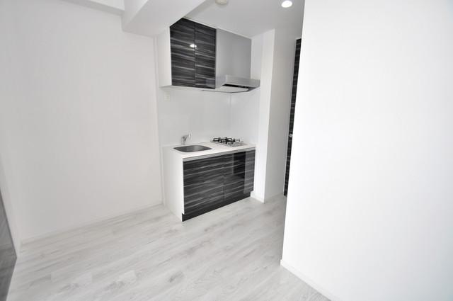 オリエンテム 白を基調としたリビングはお部屋の中がとても明るいですよ。