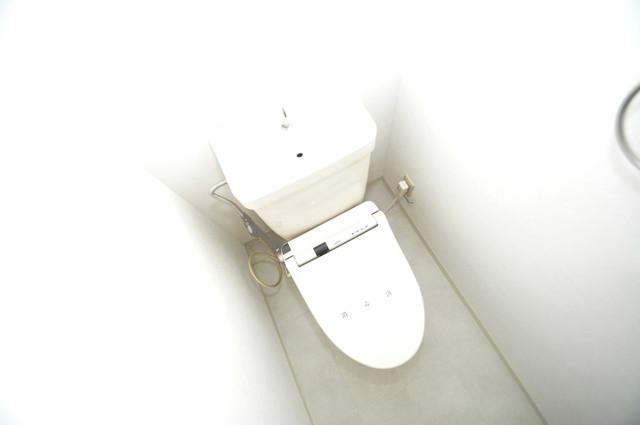 フローラ長田 清潔感たっぷりのトイレです。入るとホッとする、そんな空間。