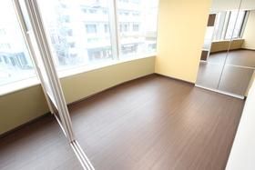 https://image.rentersnet.jp/da65dc2f-49a4-403e-8f49-779c6f8cfd92_property_picture_958_large.jpg_cap_居室