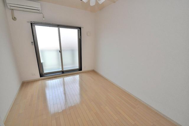 オランジュ上小阪 落ち着いた雰囲気のこのお部屋でゆっくりお休みください。