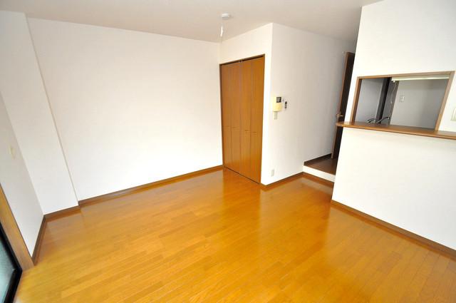 アンプルールフェールヴァンクール 明るいお部屋は風通しも良く、心地よい気分になります。