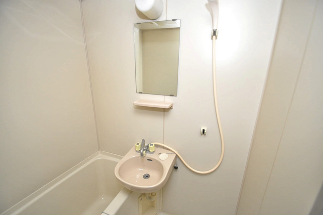 エステートピアナカタB棟 可愛いいサイズの洗面台ですが、機能性はすごいんですよ。