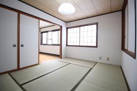 https://image.rentersnet.jp/dafe4e4e-cee6-4d84-a3ca-9d7683897d76_property_picture_1992_large.jpg_cap_和室も広々♪
