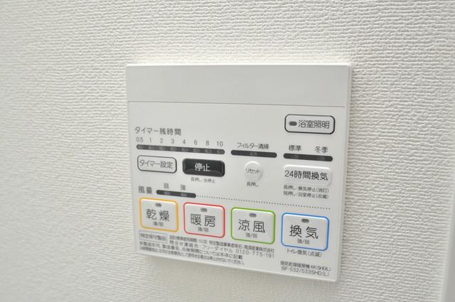 スタシオン俊徳道 浴室乾燥機がついていますよ。