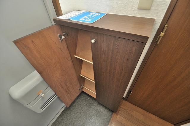 ウエンズ小路 明るい玄関には大きめのシューズボックスがありますよ。