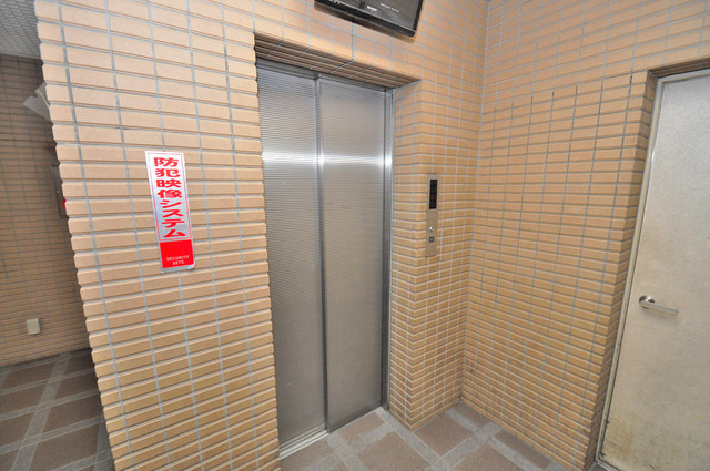 豊都ビル 嬉しい事にエレベーターがあります。重い荷物を持っていても安心