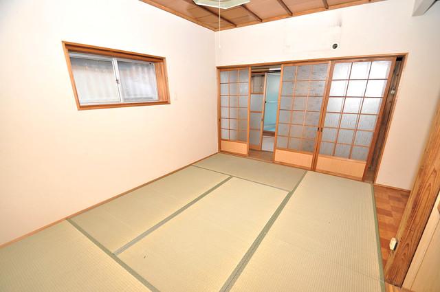 横沼町3丁目貸家 6帖の和室が2間あるので、とてもゆったりとしていますよ。