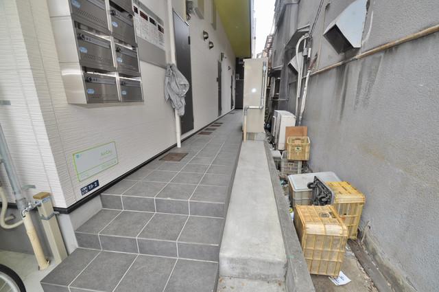 AirCity(エアシティ) 玄関前の共有部分。周辺はいつもキレイに片付けられています。