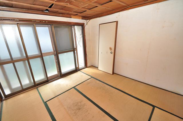 八戸ノ里KS 窓が大きいので圧迫感がありません。日光浴が日課になりそう。