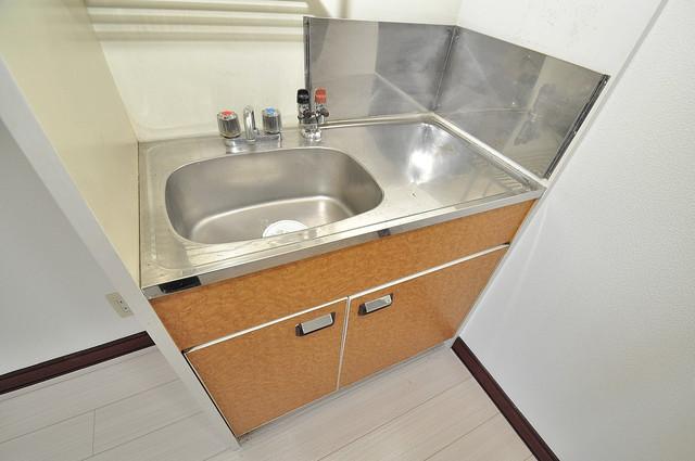 大宝菱屋西CTスクエア シンプルなキッチンです。あなた好みのコンロを置いてくださいね。