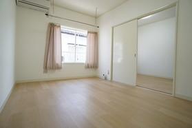 https://image.rentersnet.jp/dc2cd244-937b-478d-a26c-acaedcd53e3e_property_picture_956_large.jpg_cap_居室