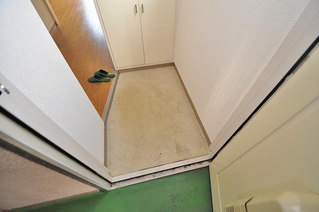 グリーンハウス 玄関から部屋が見えないので急な来客でも安心です。